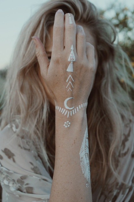 wild and free, wild and free blog, wildandfreejewelry, wild and free jewelry, girl on a vine, flight of fancy, take flight crown, dream until your dreams come true kimono, rockerbands, corina brown